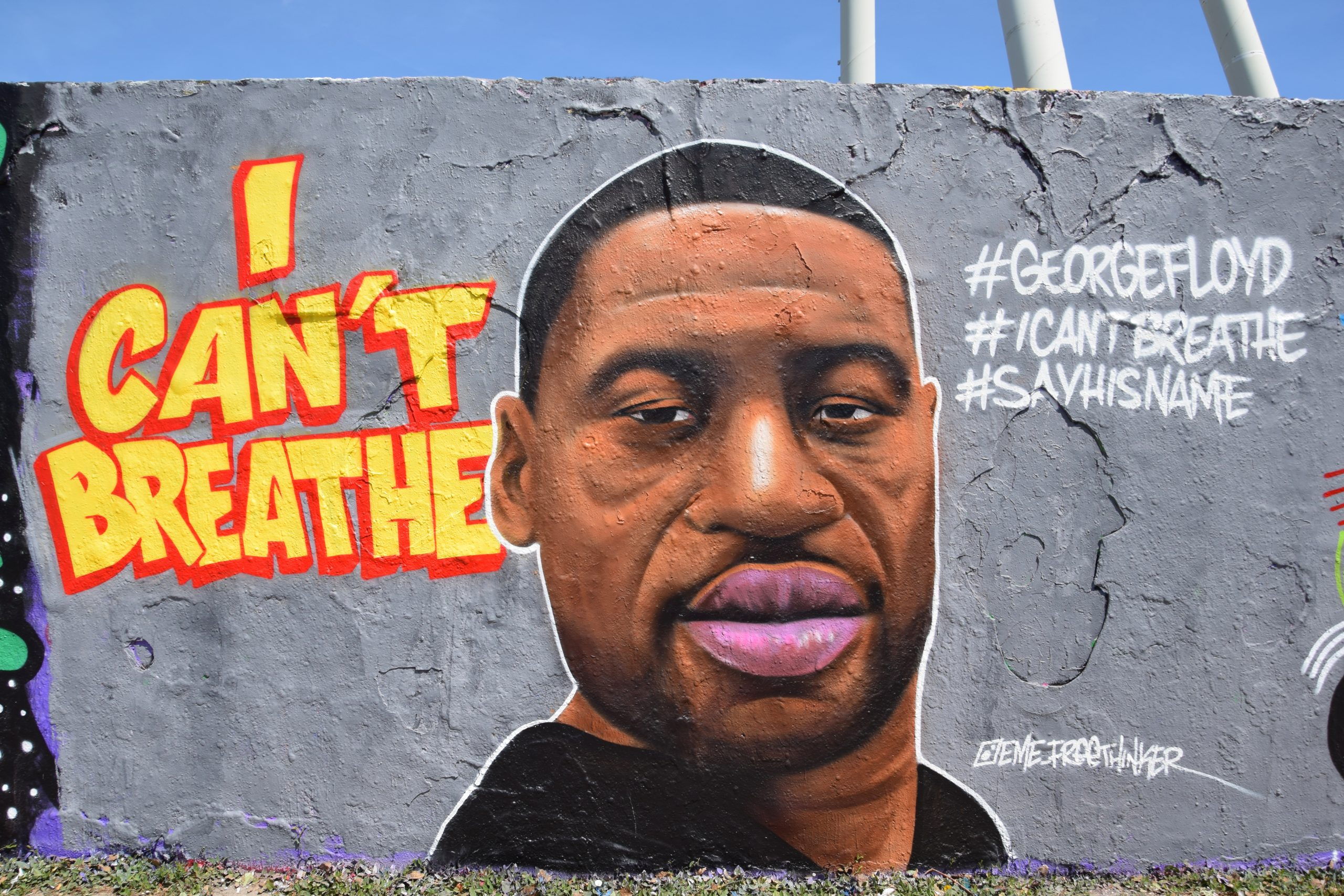 Mural of George Floyd with the text 'I can't breathe' next to it